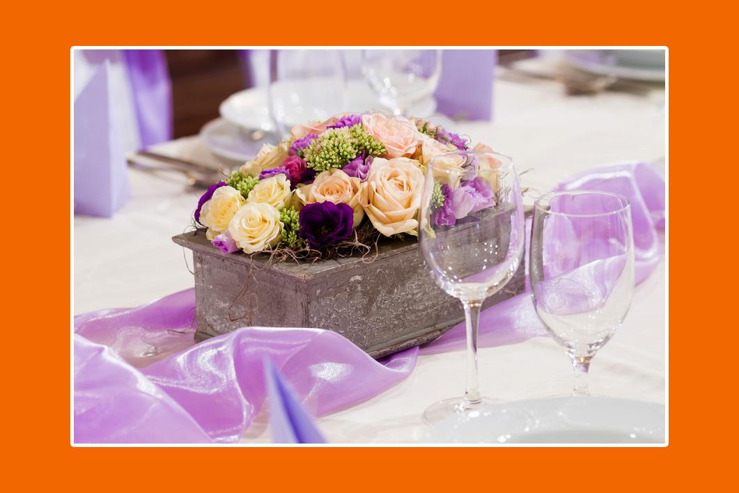 Blumengesteck im Blumentopf auf einer Hochzeit