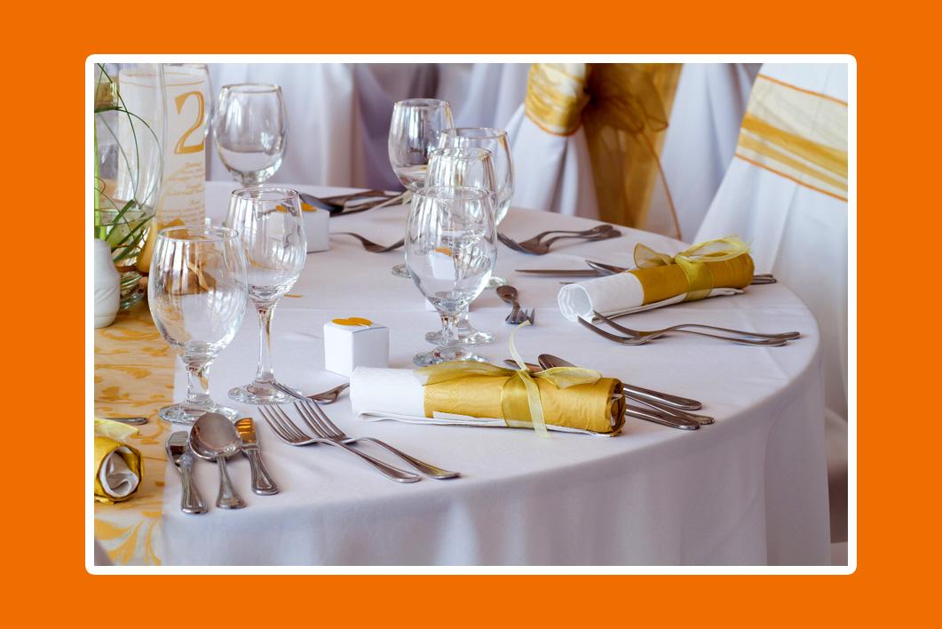 Servietten für goldene Hochzeit in Farbe Gold - Falttechnik Röhrchen/Rolle