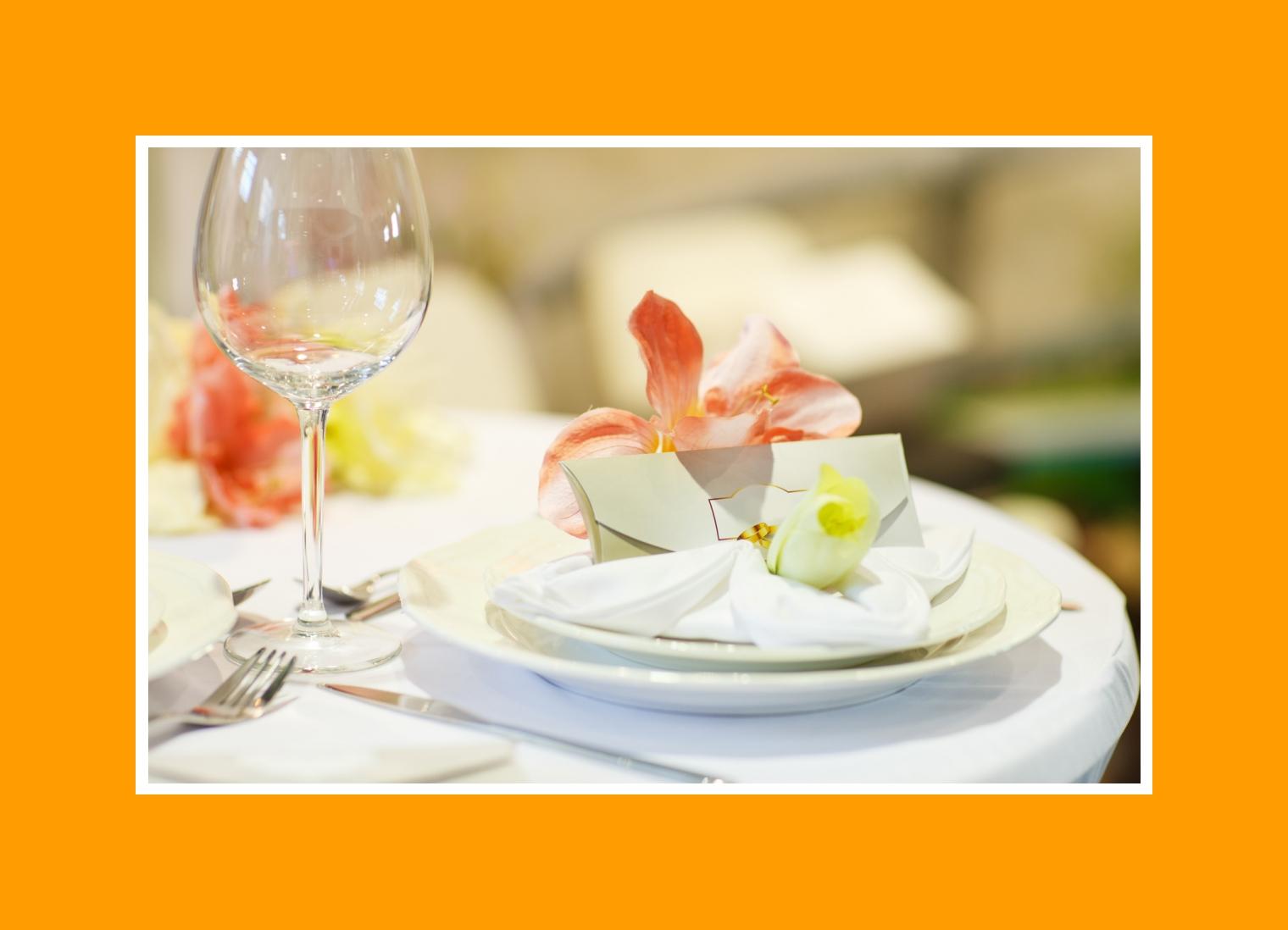Servietten mit Blumen Tisch Hochzeit